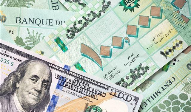 تراجع بسعر صرف الدولار في السوق السوداء